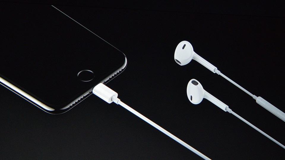 Thay cáp sạc iPhone 7 Plus – Thay dây cáp sạc