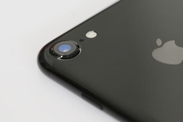 Thay kính Camera sau Iphone 7