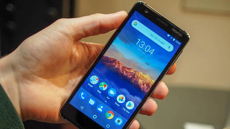Mách bạn thao tác nhấc và lật Nokia 3.1 để tắt chuông hay từ chối cuộc gọi
