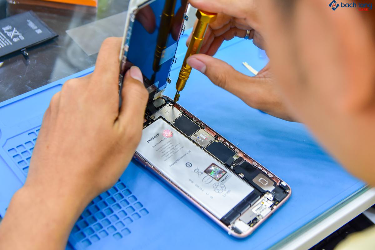Sửa điện thoại cũ trúng ngay điện thoại mới, duy nhất tại Bạch Long Care