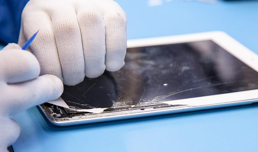 thay màn hình ipad gend 6 tại bạch long care