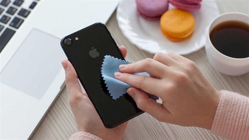 Những phương pháp và lưu ý khi vệ sinh điện thoại mà bạn nên biết