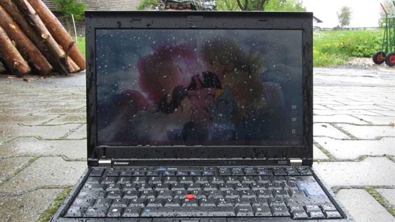 Những cách chống nước cực tốt khi mang theo laptop ra ngoài
