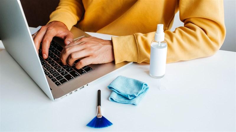 Những mẹo làm sạch Laptop cực kỳ hữu ích để đón Tết